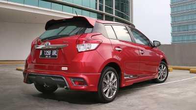 Komparasi Compact Hatchback : Honda Jazz RS vs Toyota ...