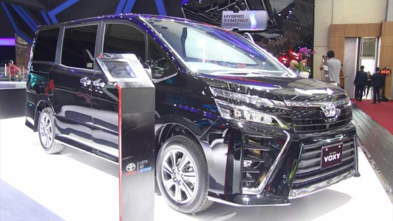 Komparasi : Akomodasi, Fitur,dan Harga Toyota Voxy vs ...